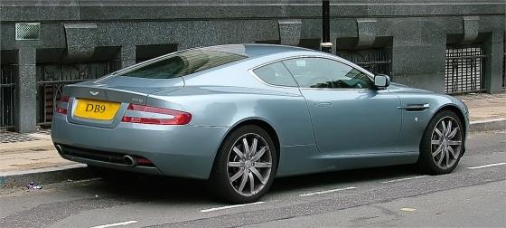 Aston-Martin-V8-Vantage_www.LuxuryWallpapers.net_ (1)