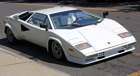 Lamborghini_Countach_LP400S_(S2)_front-1981